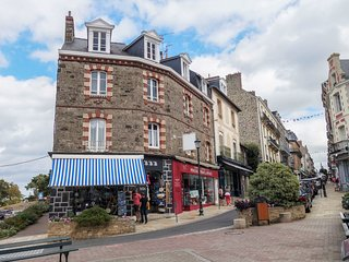 2 bedroom Apartment in Dinard, Brittany, France : ref 5675639
