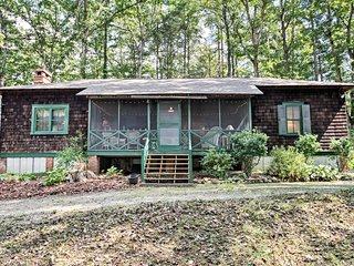 NEW Rustic Cabin w/2 Porches-1 Mi. from DT Brevard