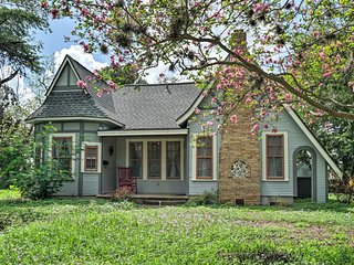 NEW! Cozy Seguin House w/ Porch by Guadalupe River