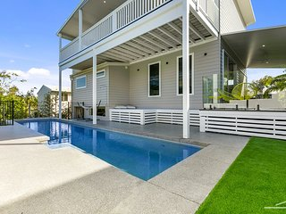 43 KESTREL - ocean breezes, views, pool, pet friendly and perched above the tree