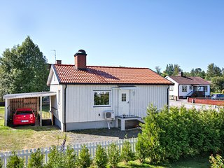 Entire Villa: 2 Bed Room, Living room, Kitchen at Central Laxå ; Min 7 Nights