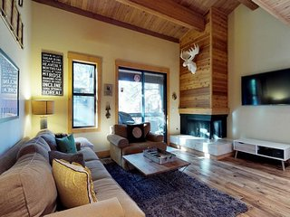 Sleek Northstar condo with shared hot tub/pool/tennis, close to ski runs!