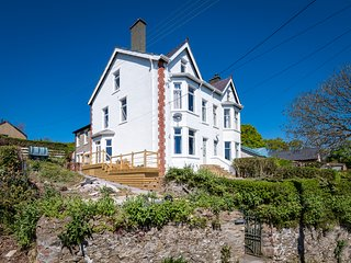 Argoed: A fabulous imposing character semi-detached house in Llanbedrog ARGOED