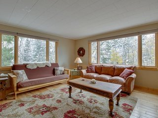 NEW LISTING! Fully-equipped mountain getaway with kitchen, patio & mountain view