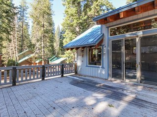 Walk to Donner Lake with your dog, ski all day, and grill on the deck!
