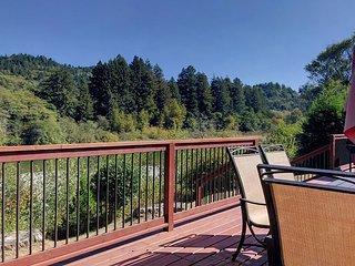 Redwood Coast River House on the Smith River & Redwood Park - Sleeps 8