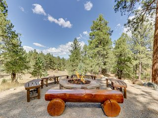 NEW LISTING! Spacious cabin w/ private hot tub & mtn view - near town, skiing