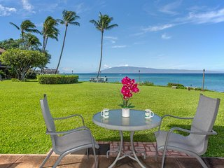 Oceanfront condo w/ lanai, amazing views & shared pool - steps to the beach!