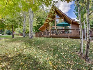 NEW LISTING! Dog-friendly cabin w/access to shared heated pool &hot tub