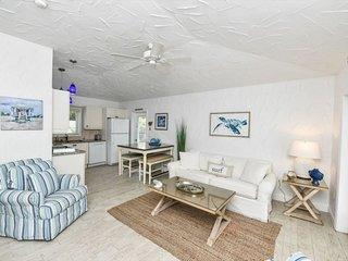 Perfect Getaway-2Bedroom/2Bath Steps from Beach with Pool Access!!- La Estrella