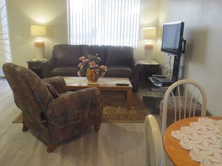 Fully remodeled 1 bed. condo, Spring training super location, heated pool, spa