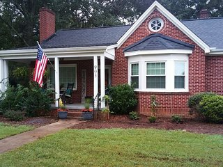 Private bungalow in Downtown Easley