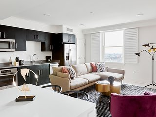 Sunny 2BR-C with Canal Street View by Sonder