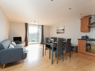 amazing apartments: Cables Wynd - central luxury apartment and free parking