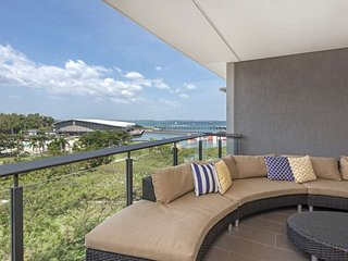 Saltwater Suites - 3 Bedroom Waterfront - Sleeps 6