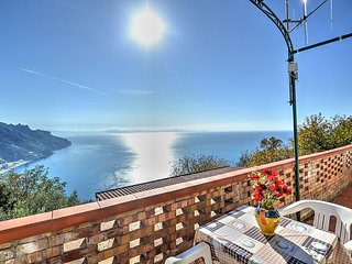 Ravello Villa Sleeps 5 with Pool Air Con and WiFi - 5228307
