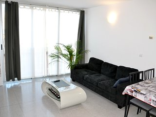 Cozy apartment close to the center of Valencia with Lift, Parking, Internet, Was