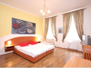 Spacious apartment very close to the centre of Prague with Lift, Parking, Intern