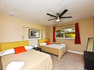 LS-0122 Huge●Poker table●2 Br 1 Ba●5min - Beach●Free Bikes!●Sleeps 9!