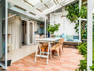 'The Magic Fish', 12a Wentworth Avenue - fun loving, air conditioned holiday hom