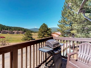 Spacious townhouse w/ updated amenities & amazing views - close to skiing