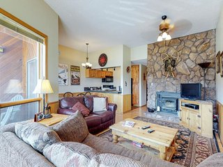Remodeled condo w/ mountain views, entertainment & easy ski access!