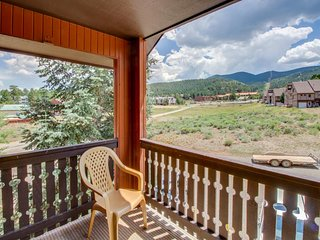 Freshly updated slopeside condo - close to skiing, hiking, and more!