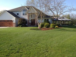 Most Fun Home In Wisconsin! Indoor Heated Pool, Ropes/Obstacle Course, Rock Wall