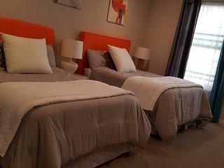 Lovely Master Bedroom in N. San Jose  北聖何西寬敞整洁豪华大套房