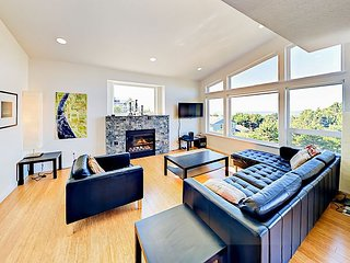 Spacious & Modern 'Crescent Vue' w/ Incredible Ocean Views - 2 Blks to Beach
