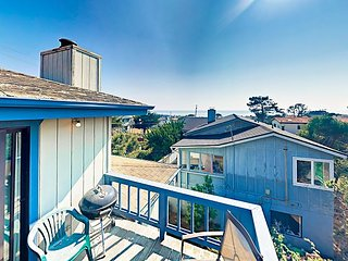 2 Blocks to the Beach! Marine Terrace 2BR w/ Ocean-View Balcony