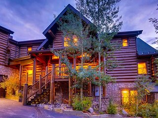 Expansive Ski-in/Ski-out Home on Peak 8; Ski Classic Lodge by Paragon Lodging