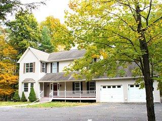 Glenoak Lakefront Estate - Newly-renovated Charming Home in the Poconos