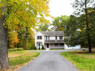 Glenoak Lakefront Estate - Newly-renovated Charming Home in the Poconos