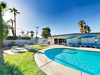 Modern 3BR w/ Private Pool & Hot Tub - 7 Minutes to Palm Canyon