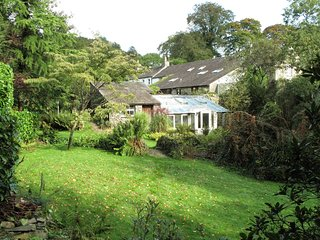Drumlins Cottage - One-bedroom holiday cottage with double sofa-bed on the outsk