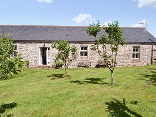 Calf Close Cottage - Eco-friendly one-bedroom cottage set in the rural grounds o