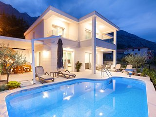 ctma242- Modern new holiday house with heated pool, 8 persons, 4 bedrooms in Mak