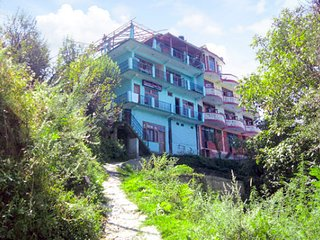 Comfy stay ideal for backpackers, 800 m from an art gallery