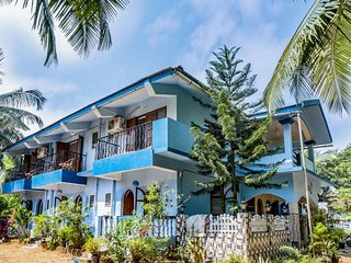 Cheerful stay for a couple, 850 m away from Candolim beach