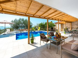 Vila Azur-Exceptional privacy- Fascinating sunsets, casa vacanza a Mlini
