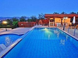 Villa Mandola Rosa: Private infinity pool, sensational views, A/C