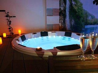 Roulotte avec piscine chauffée, Hammam Sauna & Spa