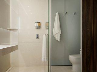 Pier 57, Ultra Luxury 2 bedroom, 2 bath Rooftop Patio