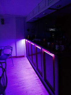 Bar area adjacent to dining room