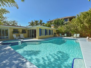 Relaxing 3 Bedroom/ 2 Bath Canal side Pool Home-'Dockside Delight'