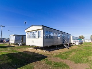 6 berth caravan with D/G, C/H at St Osyth Holiday Park. In St Osyth. REF 28077GC