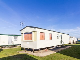 4 berth caravan with D/G and C/H. *Pets allowed. At Martello Park. REF 36066E