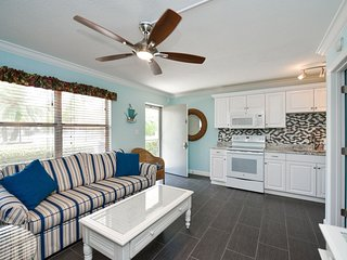 1 Bedroom/ 1 Bath Condo Steps From Siesta Key Sand with Pool Access-Gulf Holiday