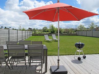 Goulven Holiday Home Sleeps 4 with Free WiFi